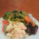 チャオベッラ - サラダ、1回目は彩りも種類も豊富に。