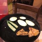 ベトナム料理クアンコム11 - チチカブの焼肉 焼いてます