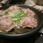 虎連坊 - 三元豚と白菜の陶板蒸し
