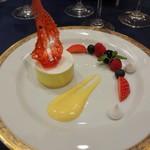 ホテルニューオータニ - シャルトリュースのパルフェアイスクリーム 赤い果実とアングレーズソース添え