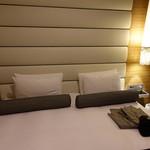 62769433 - ベッドは幅180cmのキングサイズ