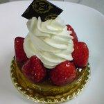 6277576 - イチゴとキャラメルブラウニーのケーキ