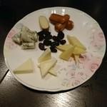 サリバンズ アイリッシュパブ - チーズの盛合せ
