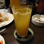サリバンズ アイリッシュパブ - オレンジのフレッシュフルーツカクテル