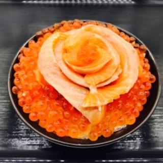 ぷりっぷりな自家製味付けいくら&脂のりサーモン丼