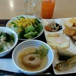 能登ロイヤルホテル - こんな感じの朝食です!飲物は野菜ジュースとはちみつりんご酢です