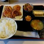天ぷら・お食事処 つくし - 料理写真:ざんぎ定食(750円)