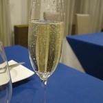シェ・ムラ - スパークリングワイン 600円