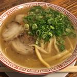 昭和 - 料理写真:ラーメン 700円 (ネギ増 無料)