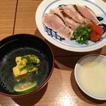 62779586 - 鳥しげ・鶏スープと胸肉のたたき
