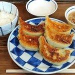 一圓 - 一圓 本店 @吉祥寺 餃子ライス 税込650円 搾菜が乗せられるご飯は少な目で