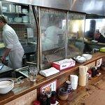 一圓 - 一圓 本店 @吉祥寺 オープン厨房を取り囲むコの字型カウンターだけの店内