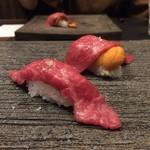 焼肉ホルモンせいご 名駅西口店 - バフン雲丹とリブ芯の握り、松阪牛の炙り握り