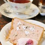 茶々 - ランチ1,400円のデザート(桜シフォン)とミルクティ