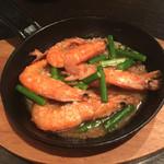 yaesu 海老バル - ソフトシェルシュリンプとニンニクの芽のアンチョビガーリック焼き780円