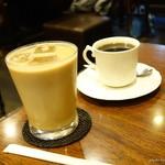 喫茶マック - 2016年12月 アイスオーレ【410円】奥はブレンドコーヒー【390円】