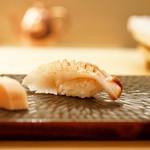 鮨舳 - 本みる貝