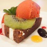 イル・ド・パスィオン - ランチコース 2200円 の木苺のケーキ