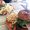 パークサイド・バーガー・ラク - 料理写真:大きなハンバーガー & フレンチフライ