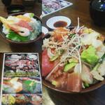 ふじ丸 - 海鮮丼(左上) バラちらし(右)