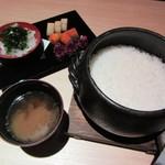 正しい晩ごはん 白-はく- - 土鍋ごはん、香の物、おみそ汁