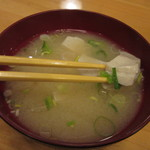 ペンションうーにー - 地元の豆腐が入った味噌汁