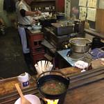 亀戸・養生料理 高の - 立呑みカウンターは3〜4人で満員。狭さが玉に瑕。