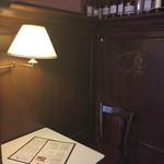 バーゼル - 八王子でモーニング=3=3=3 オープンな雰囲気で店内はカウンターの他にテーブル席。1人客も多いみたいで入りやすい(*^.^*) 奥の方のテーブル席は落ち着いたカンジ☆彡