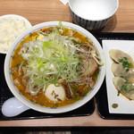 62813624 - たらば蟹拉麺(みそ)、トッピング(チャーシュー、ネギ、メンマ、煮卵)、水餃子、ごはん