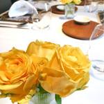 62813740 - ♪黄色の薔薇が映えます。