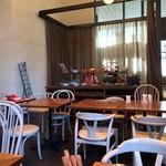 Dining & Bar LAVAROCK - テーブル60席ほど