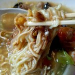 ラーメンみなみ - 片面パリパリの中華麺