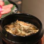 牛兵衛 草庵 -  エビとアワビのアヒージョ。 味付けは薄目。バゲットがついてきます