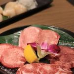 牛兵衛 草庵 -  牛タン食べ比べ。 特上、上、あかみ、ナカオチ