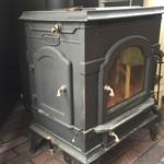 62817875 - 暖炉のある温かい店内です。