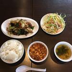 四川料理 品品香 - 時計回りで回鍋肉、サラダとお新香、玉子とワカメのスープ、麻婆豆腐、ご飯('17/02/19)