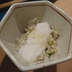蕎麦佳肴 五常 - 蕎麦の実ととろろ(サービス)