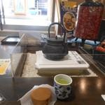 62824364 - 休憩コーナーではお茶のサービスがあります 2017.2