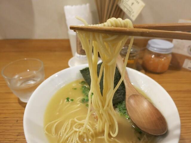 鶏ポタ ラーメン THANK - 麺は細目の丸ストレート。