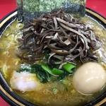 上越家 - 中盛ラーメン¥780+本日のサービストッピングきくらげと味付き卵¥100