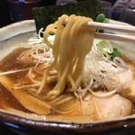 中華そば 雀 - 麺上げ
