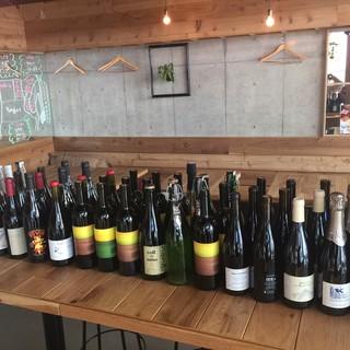 100種類以上の自然派ワインがグラスで飲めちゃう。