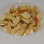 ドディチ・マッジョ - ゴルゴンゾーラ、パルミジャ、ペコリーノのペンネ、胡桃と林檎添え