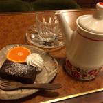 喫茶FRONT - 濃厚チョコケーキとオレンジティー