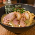 Kaigaraya - 料理写真:濃厚牡蠣そば+チャーシュー