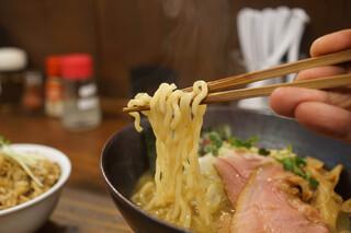 貝ガラ屋 - 麺リフトアップ