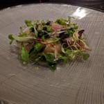 62832150 - 軽く燻したサワラのカルパッチョ 菜の花・茗荷・新玉ねぎ