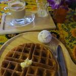 Thamel Coffee - 料理写真:マサラチャイとワッフル