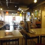 串カツ田中 - テーブル席がイッパイあります。