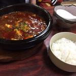 62838188 - 麻婆豆腐(800円)                       白ご飯(?円)